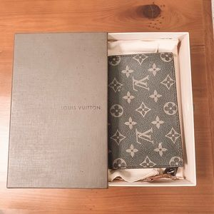Louis Vuitton Wallet (Box Included)